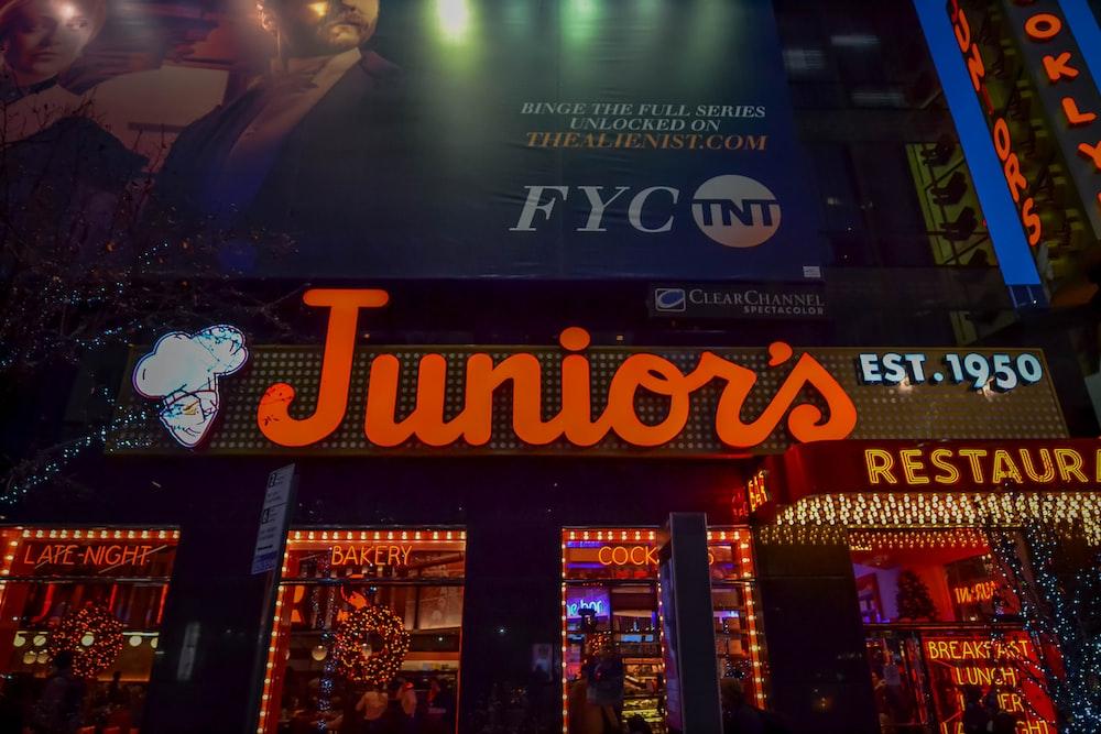 Juniors restaurant store facade
