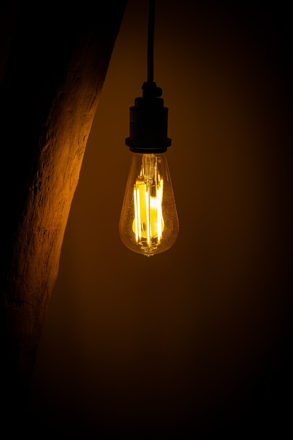 lighted incandescent lamp