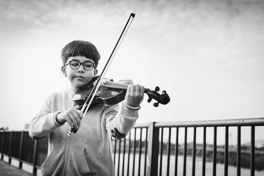 Violinist Boy | HD photo by Ashkan Forouzani