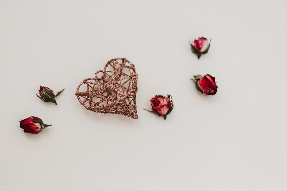 brown heart decor and five rose flowers