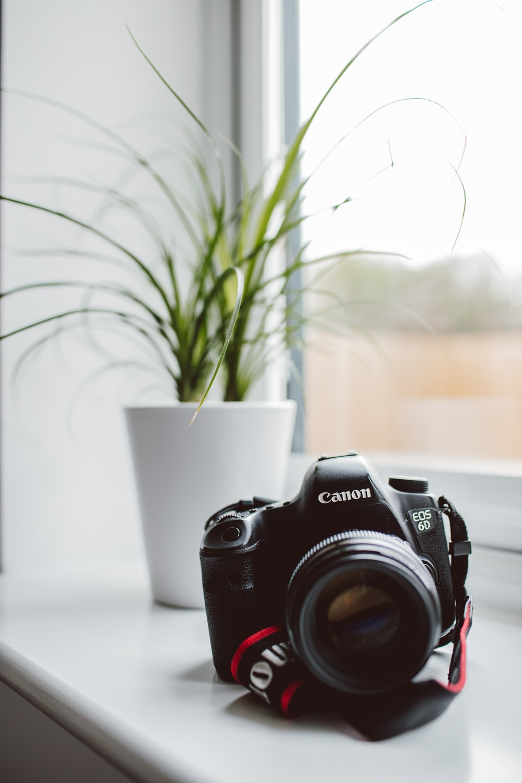 selective focus photography of Canon EOS 6D