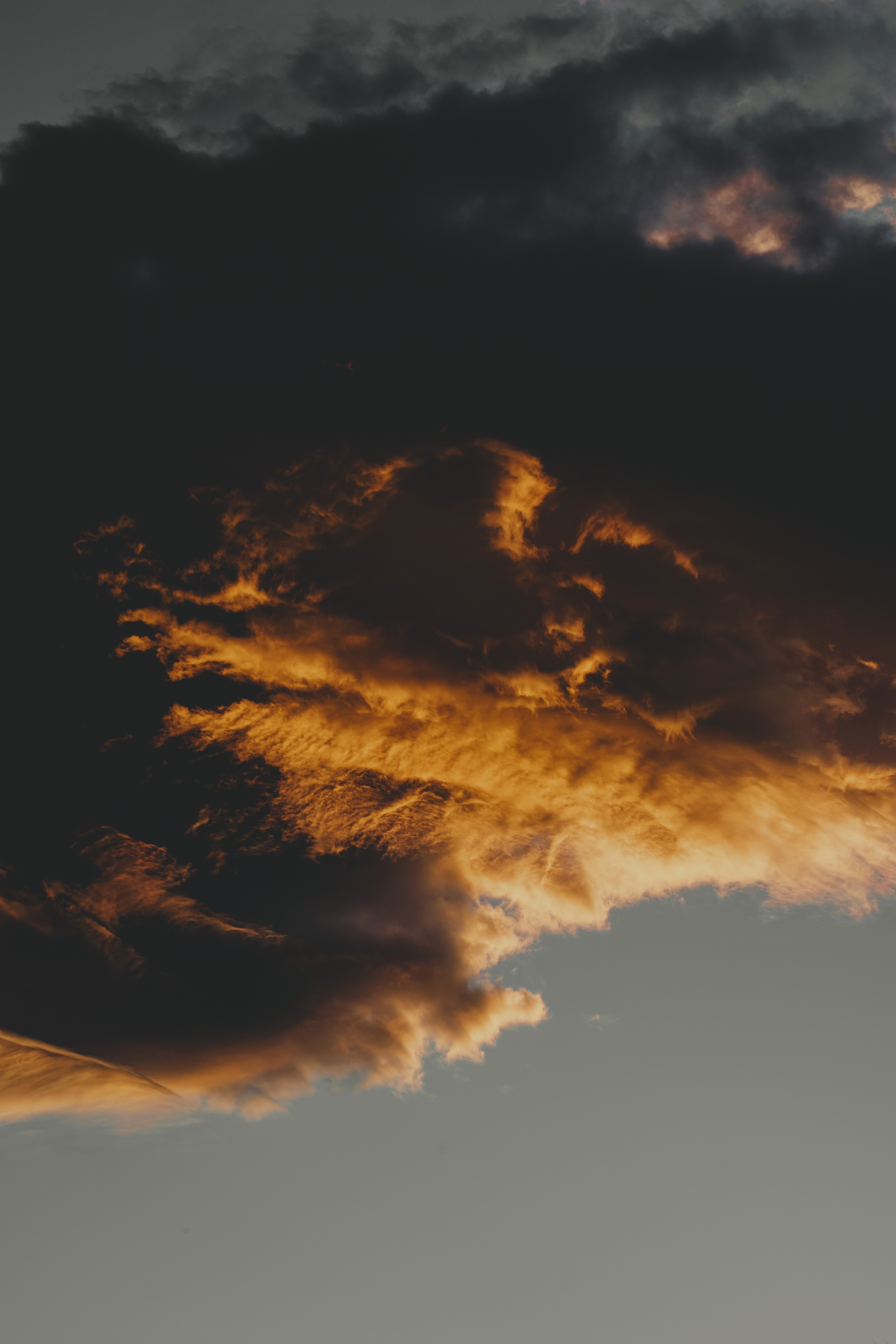 cloud formation during daytime