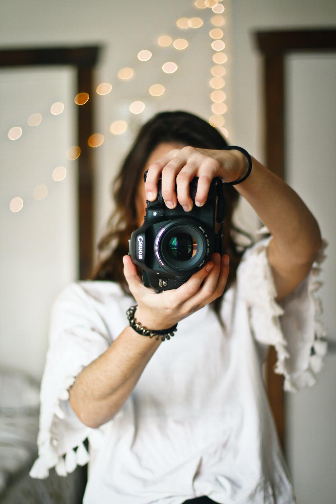 aesthetic photographer camera uitvaart digital take unsplash wesele tips fotograf kosztuje ile jennadesigns fotografia hd arrangement floral kit holding fotograaf