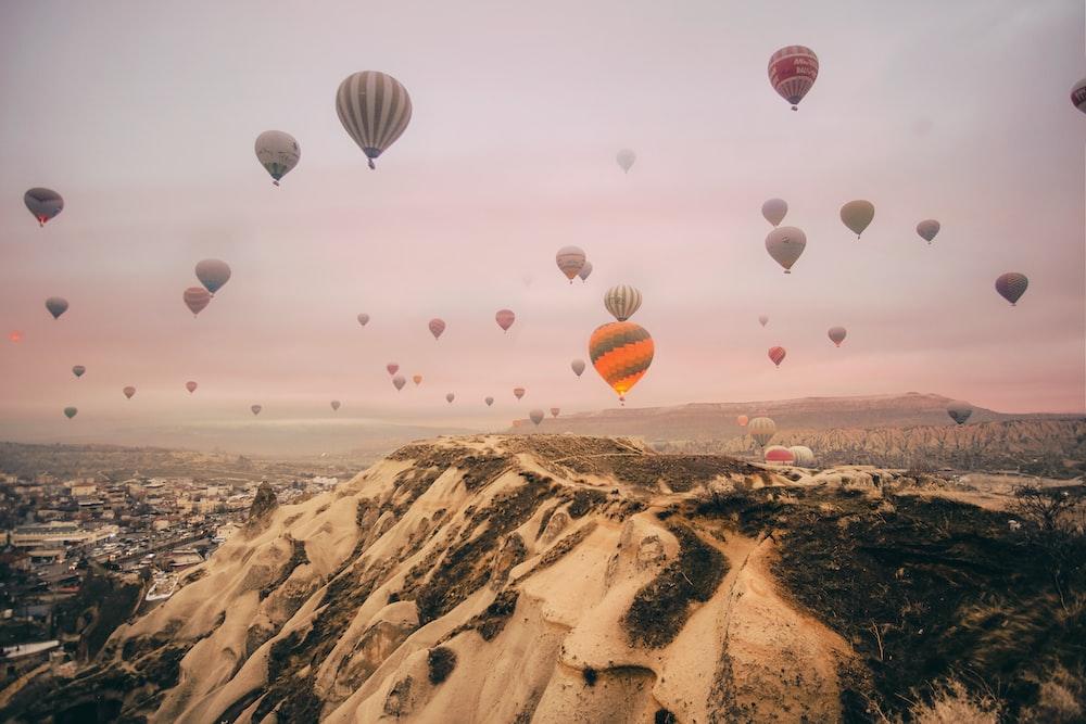 hot air balloons during daytime