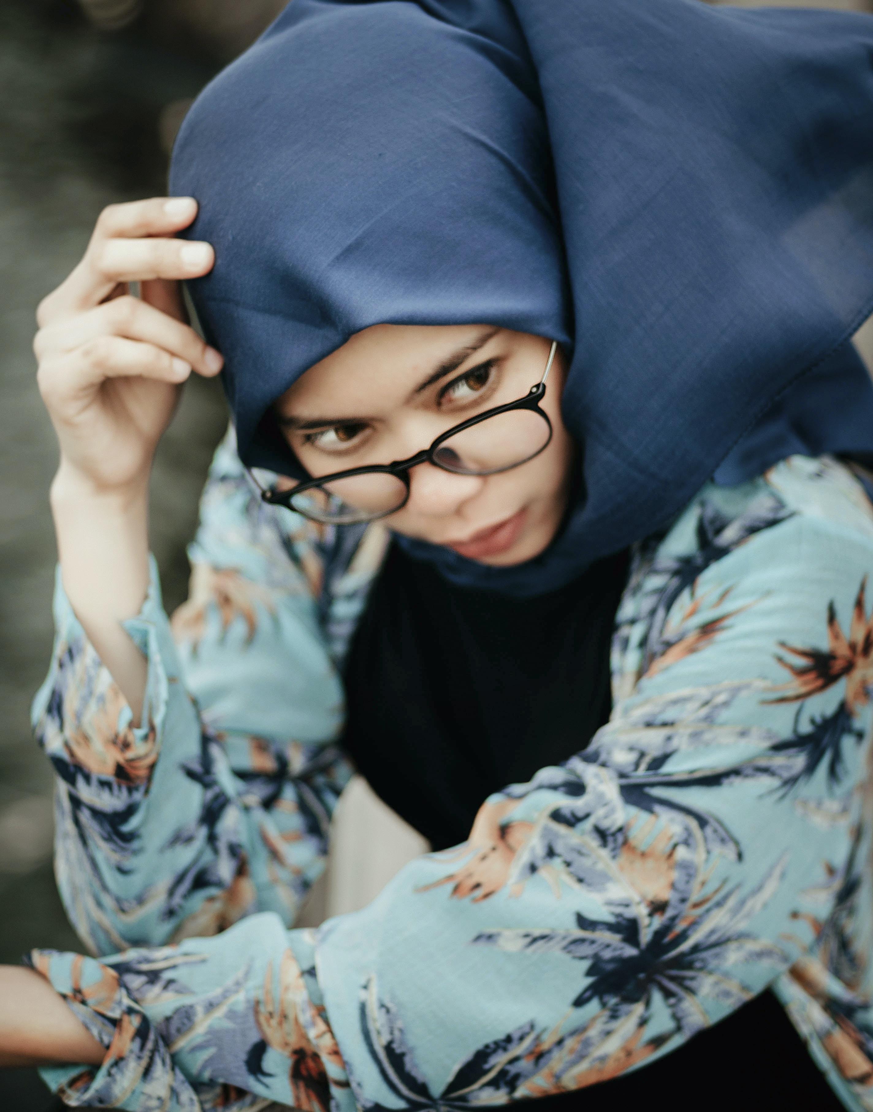 woman wearing blue hijab headdress