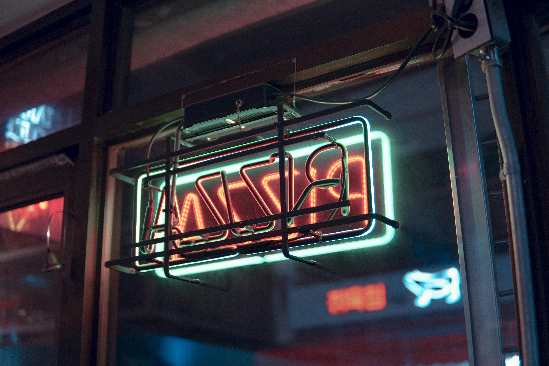 Pizza neon signage