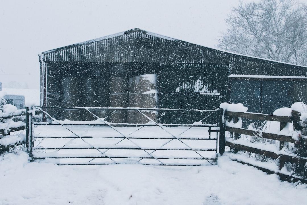 …Grange dans la neige…