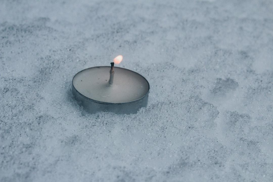 …bougie dans la neige....