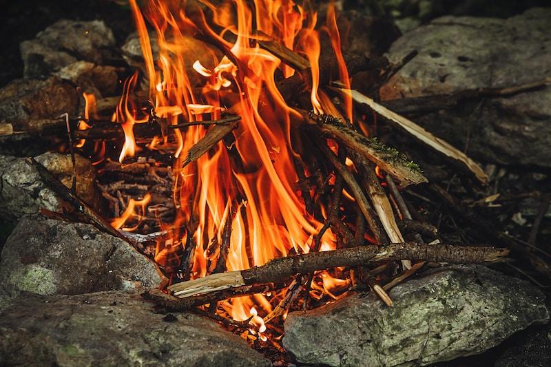 close-up photography of lit bonfire