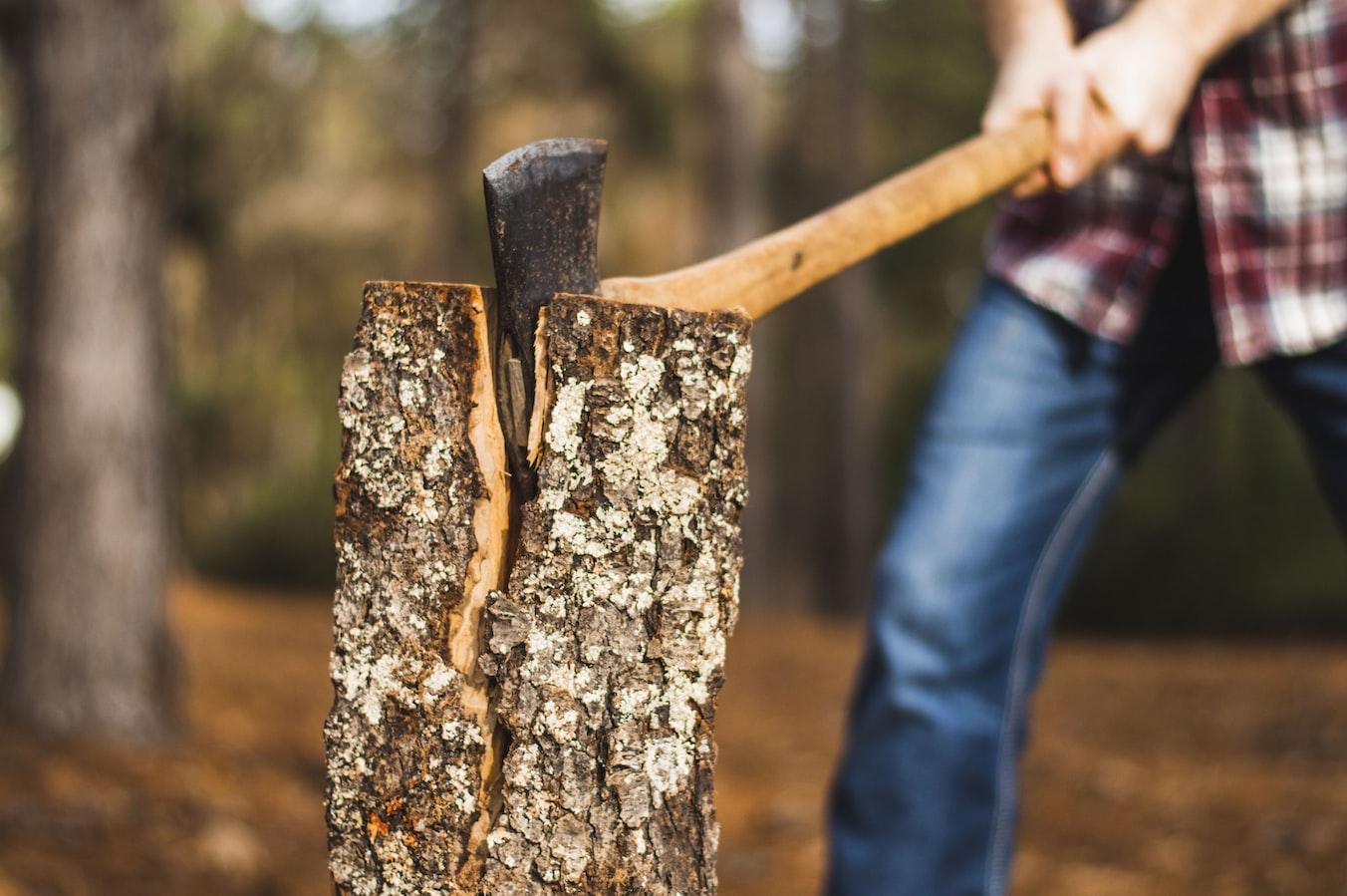 Cómo usar un hacha en Bushcrafts