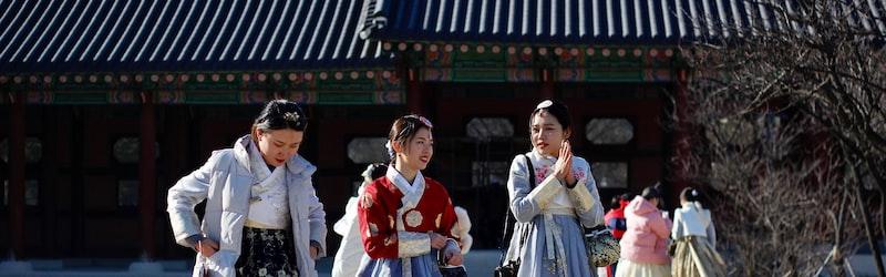 韓国憲法裁が元慰安婦らの訴えを退ける。一方で日韓合意の法的拘束力は否定。