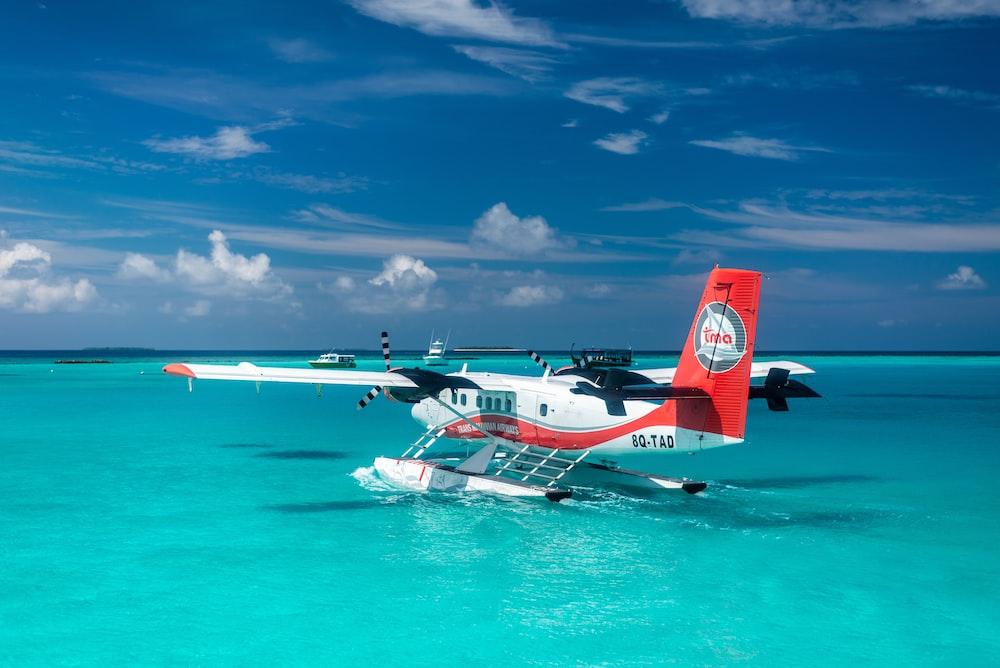 plane land on water