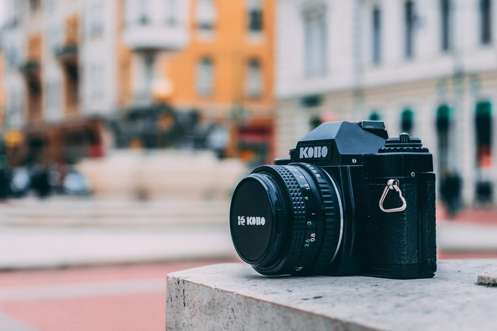 black and white-colored Kono digital camera