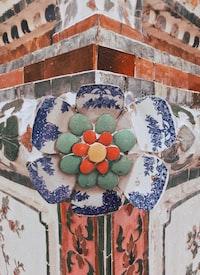 white and blue ceramic bowl
