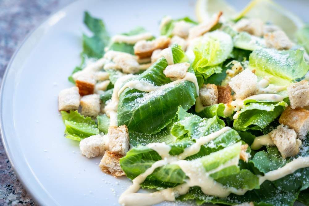 closed photography of vegetable salad with croutons in plate