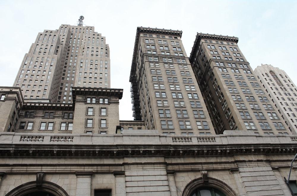 gray concrete hgh-rise buildings