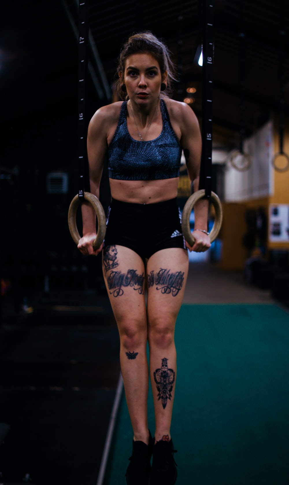 woman doing workout \