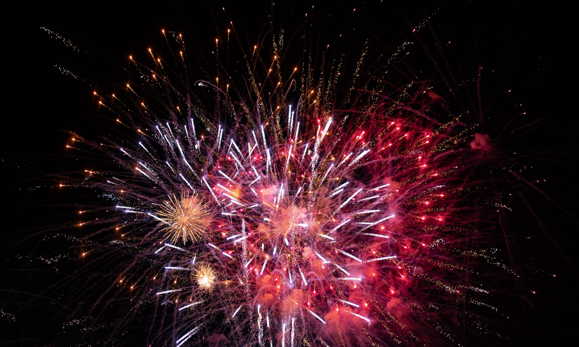 Cnn New Years Eve 2020.London New Year S Eve Fireworks The Ultimate Viewing Guide