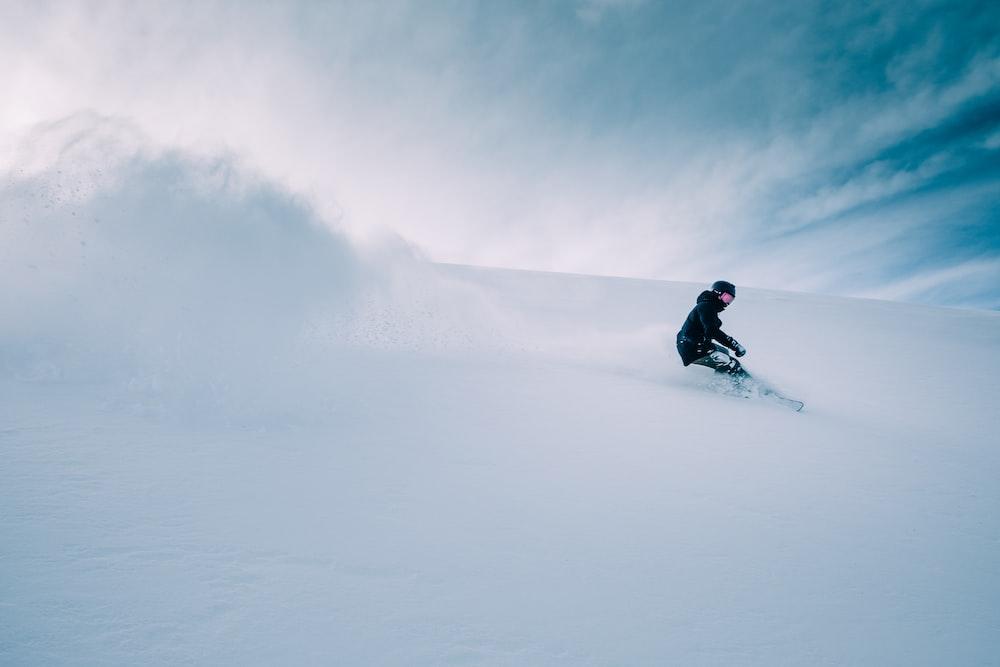 man skiing during daytime