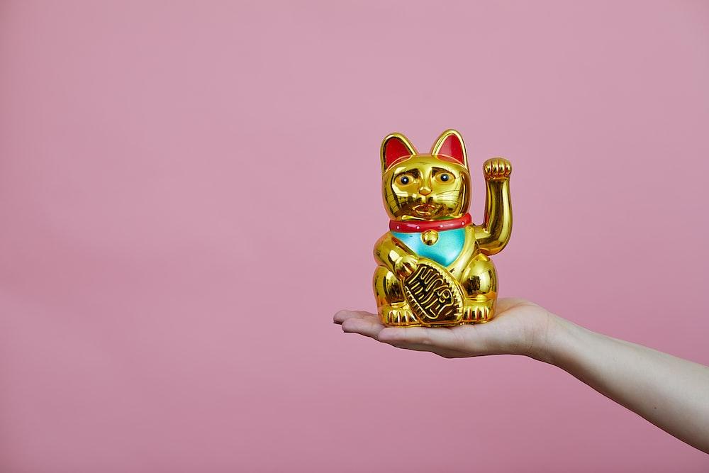 gold maneki-neko