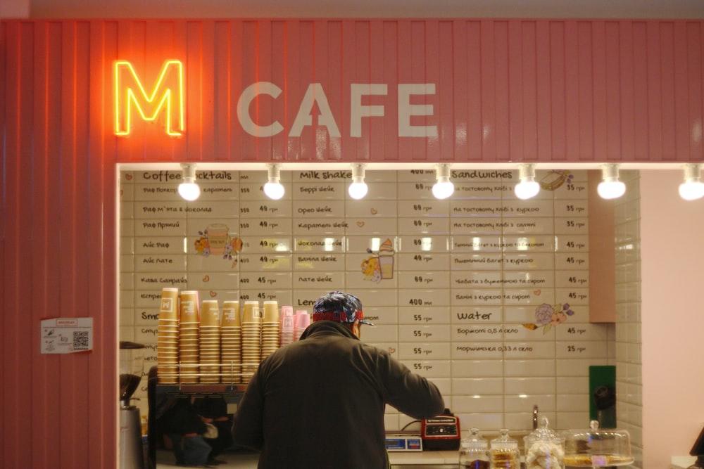M cafe logo