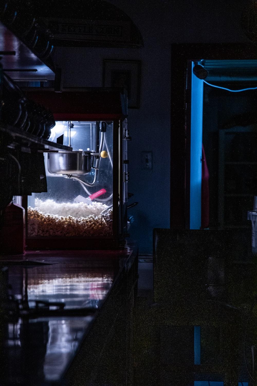 popcorn maker machine with popcorns