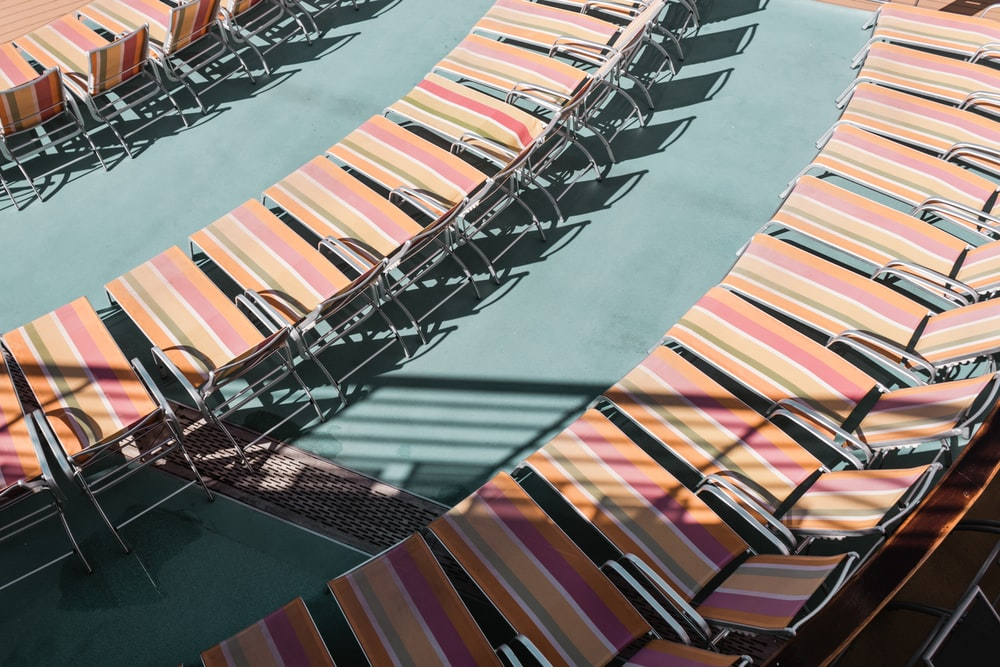 pink-and-beige lounger seat lot