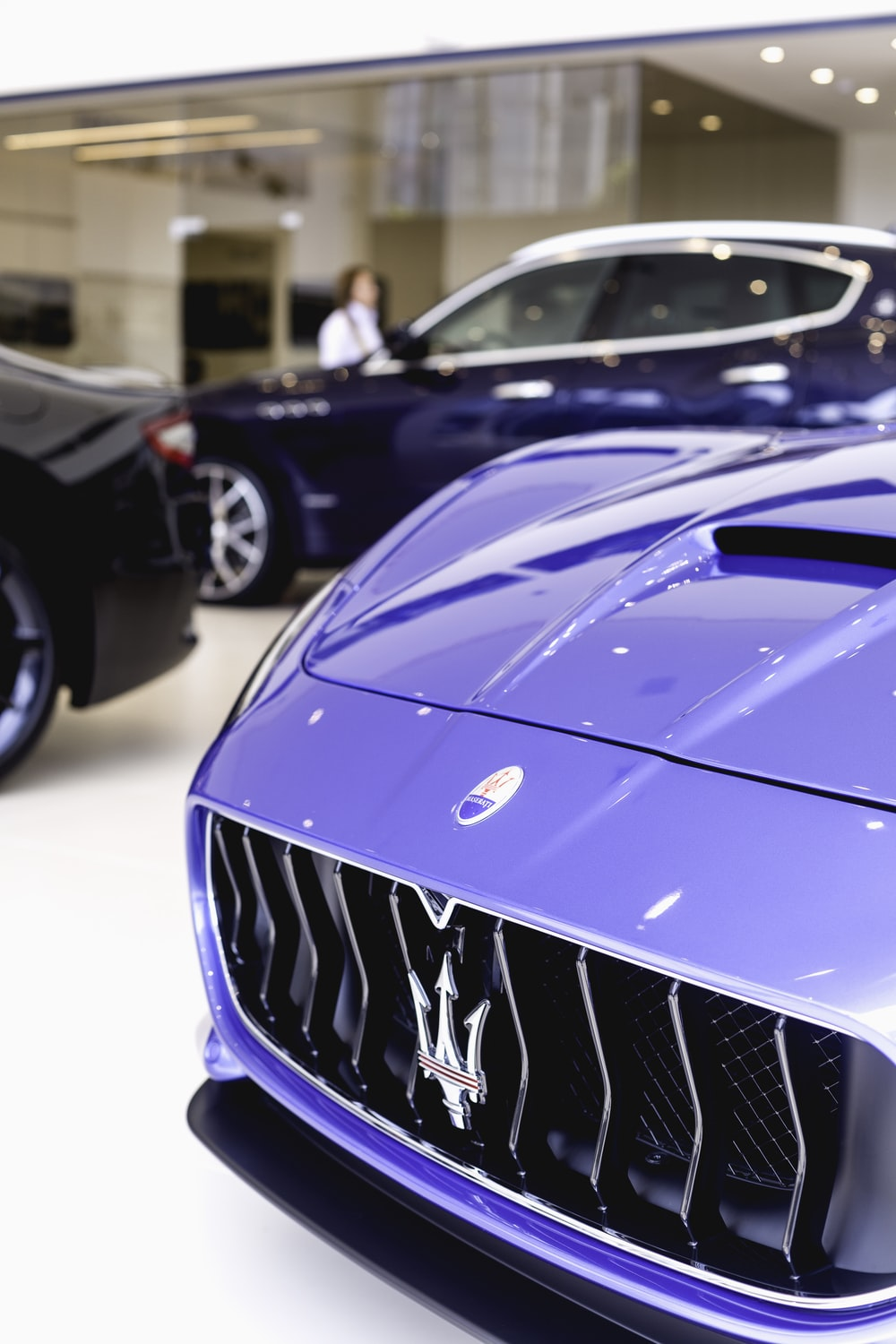 blue Maserati vehicle emblem