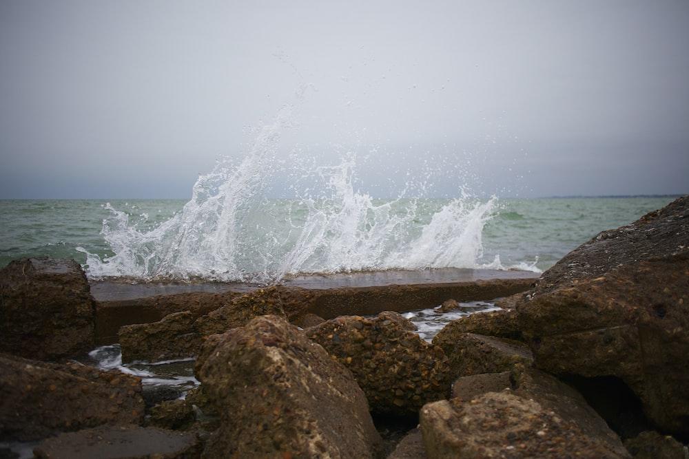 ocean waves crashing o rock