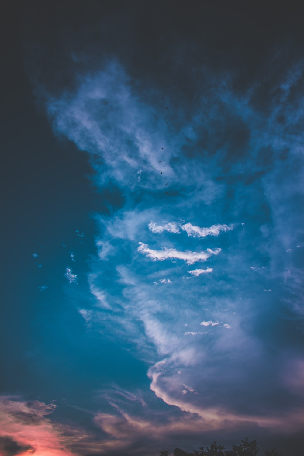 blue and gray clouds