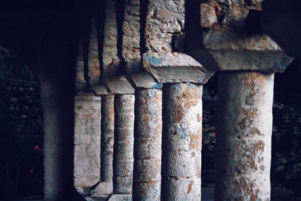 closeup photo of brown and white concrete columns