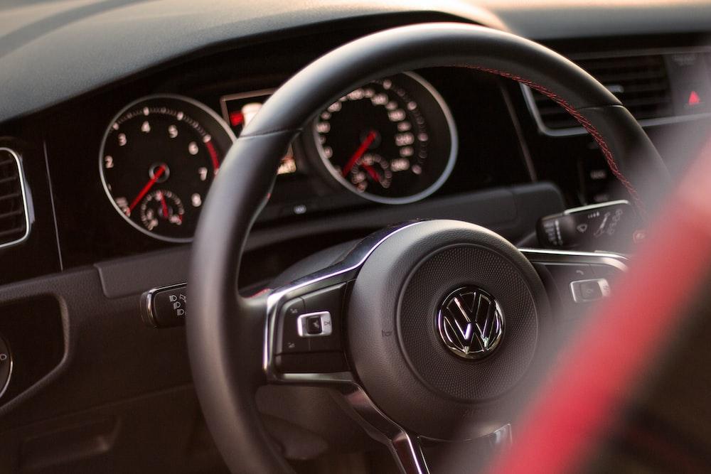black and gray Volkswagen steering wheel