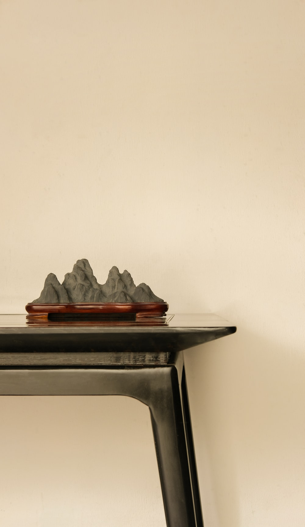 gray mountains table decor