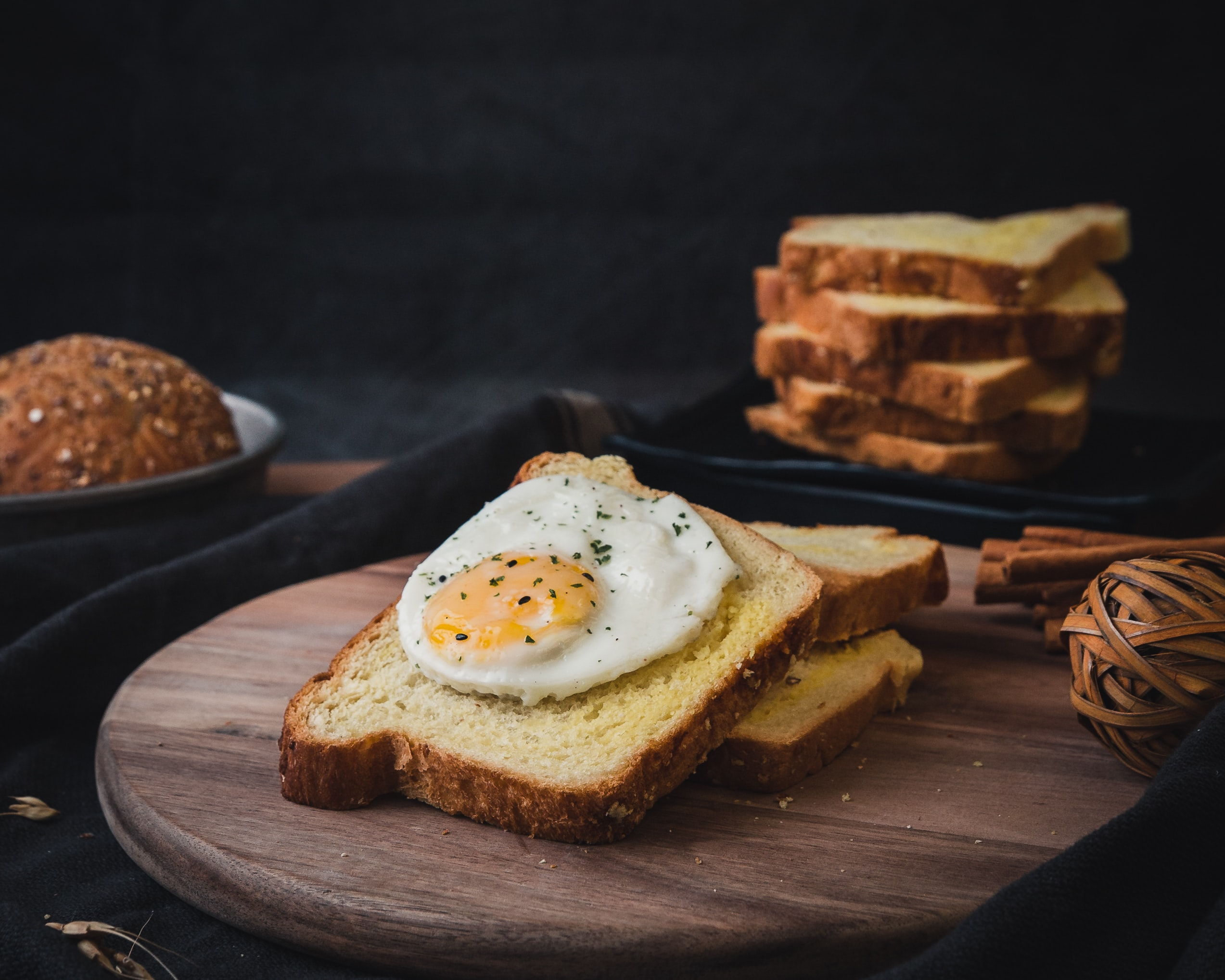 shallow focus photo of egg sandwich