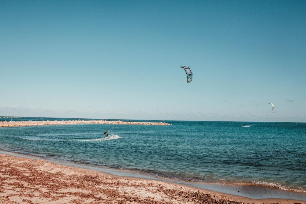 parasurger on sea during daytime