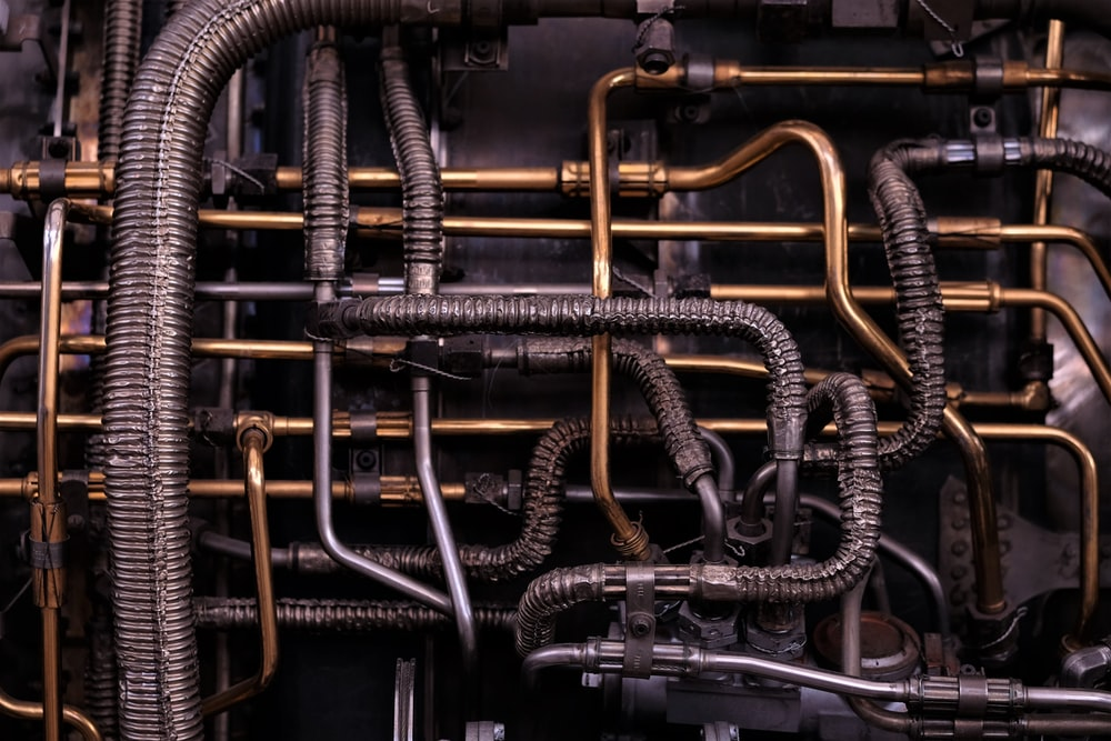 brass-colored and black metal tubes