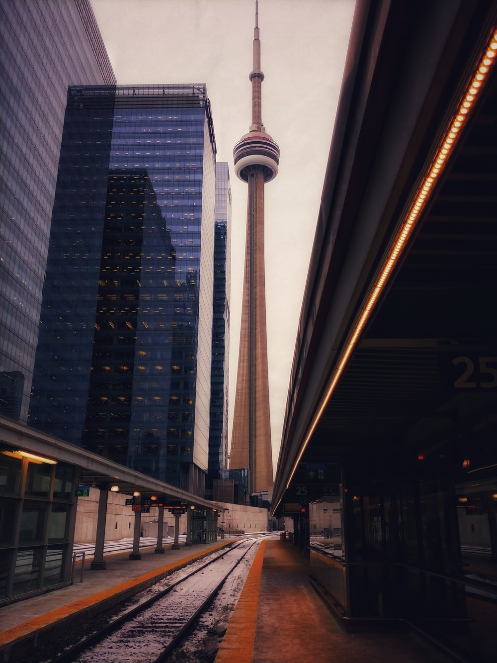 CN Tower during daytime