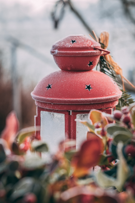 red lantern lamp close-up photography
