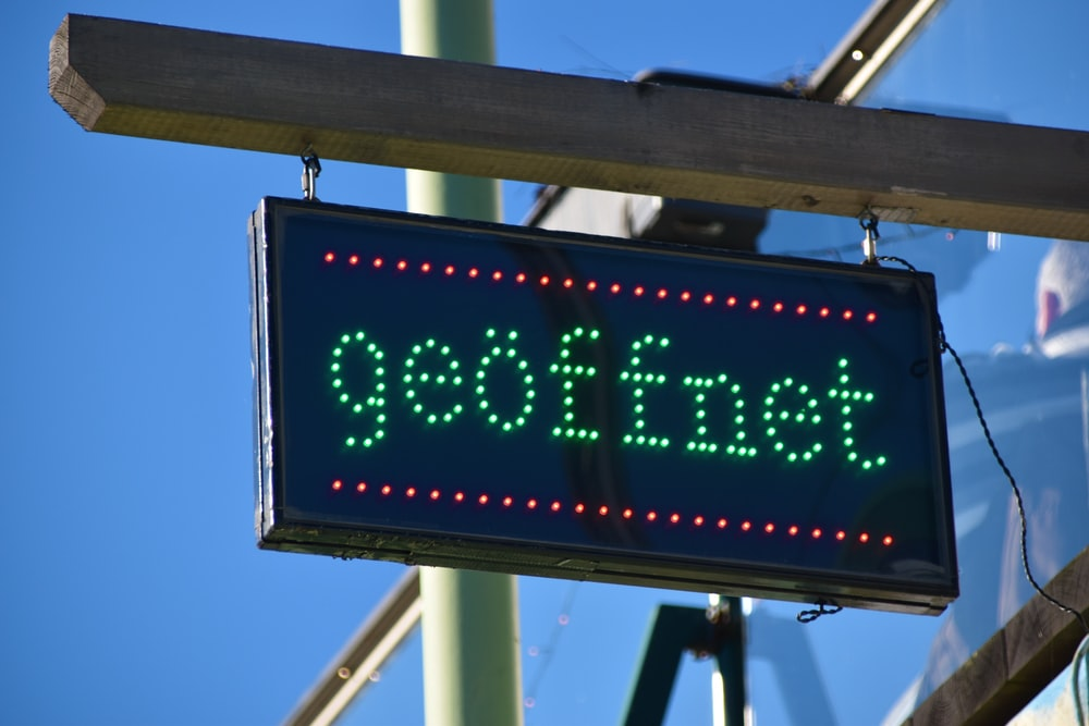 geoffnet LED signage