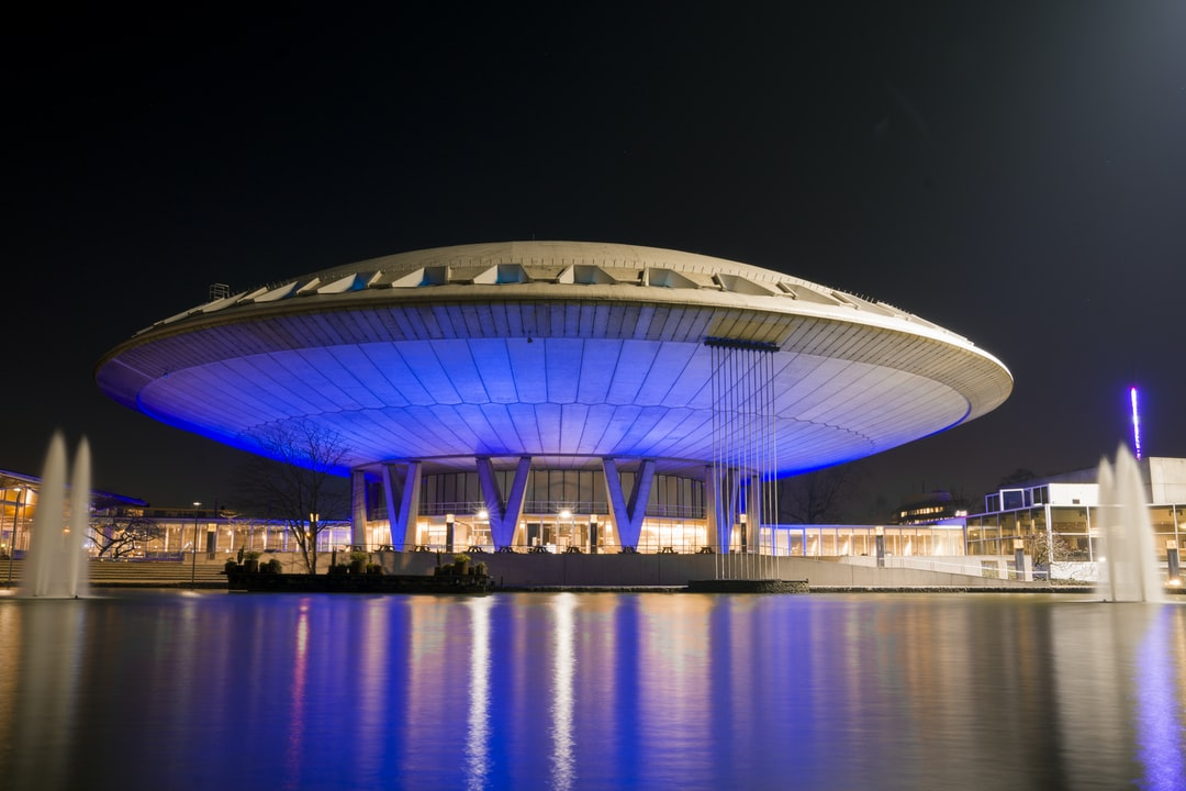 After a long day walking around in Eindhoven (NL) I had to take some pictures of the Evoluon.