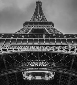 Paris braces for maximum coronavirus alert level