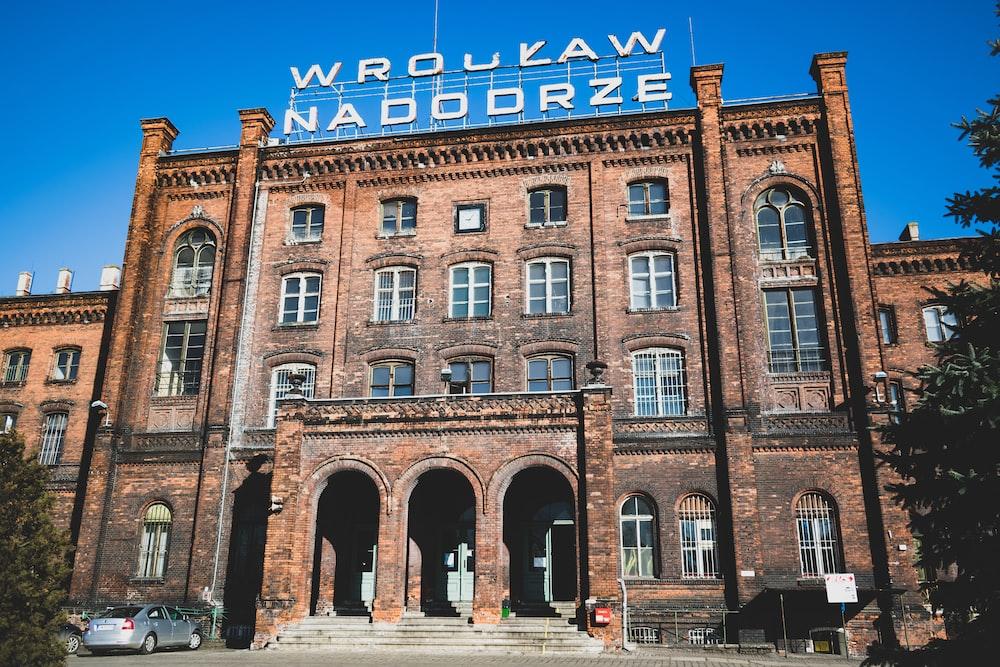 Wroukaw Nadodrze building during daytime