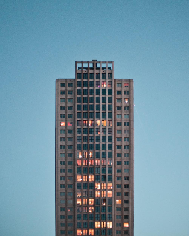 gray concrete high-rise building