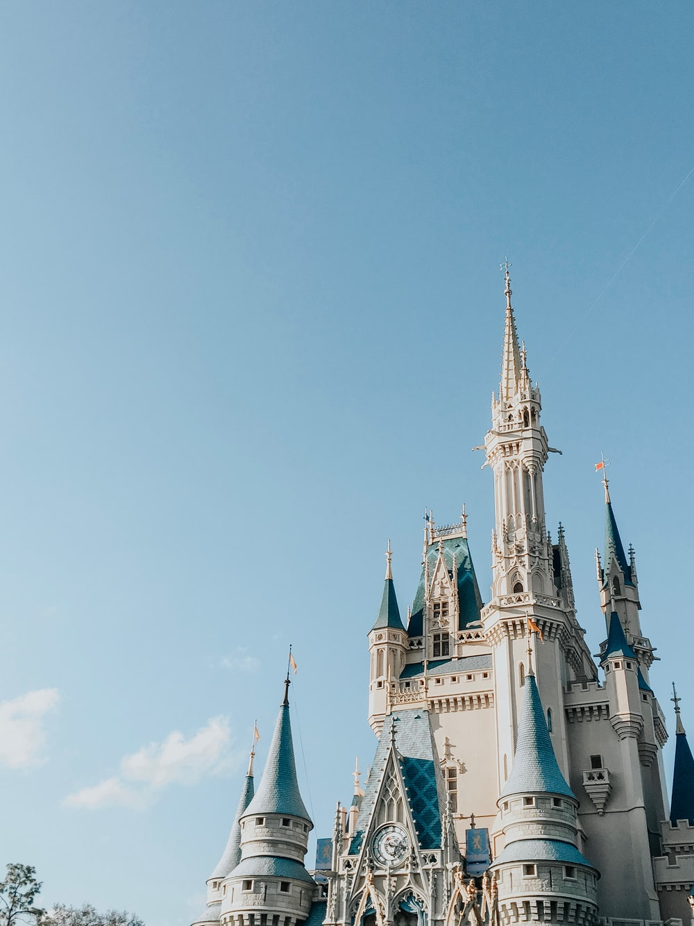 Cinderella's castle during clear blue sky