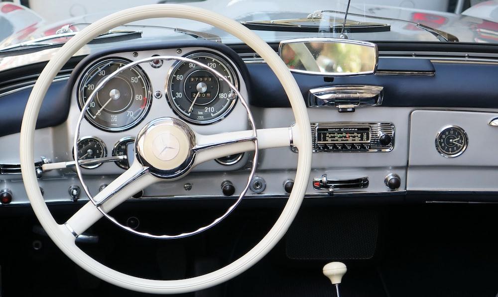 white vehicle steering wheel