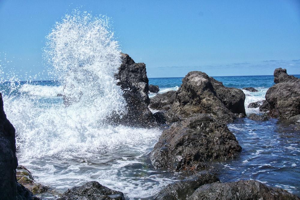 water splashes gray rocks