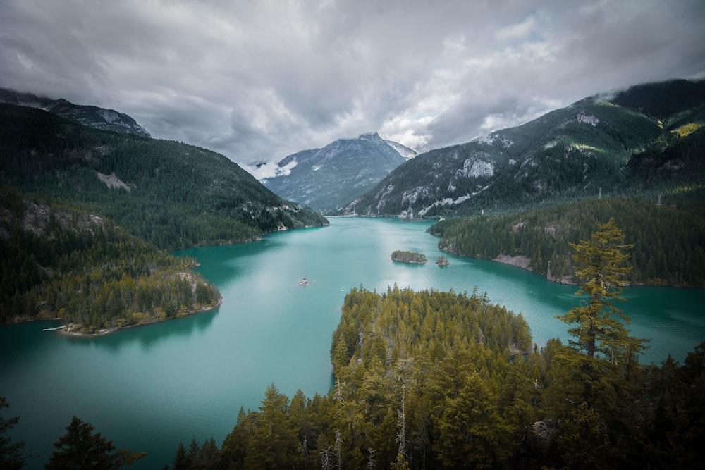 blue lake during daytime