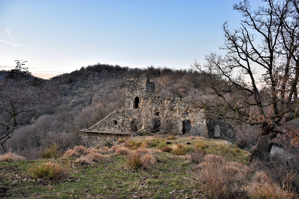 brown and gray ruin beside mountain