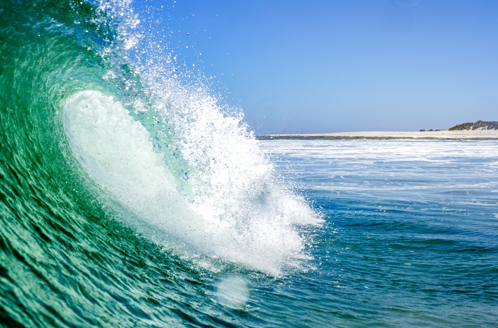 body of wave water