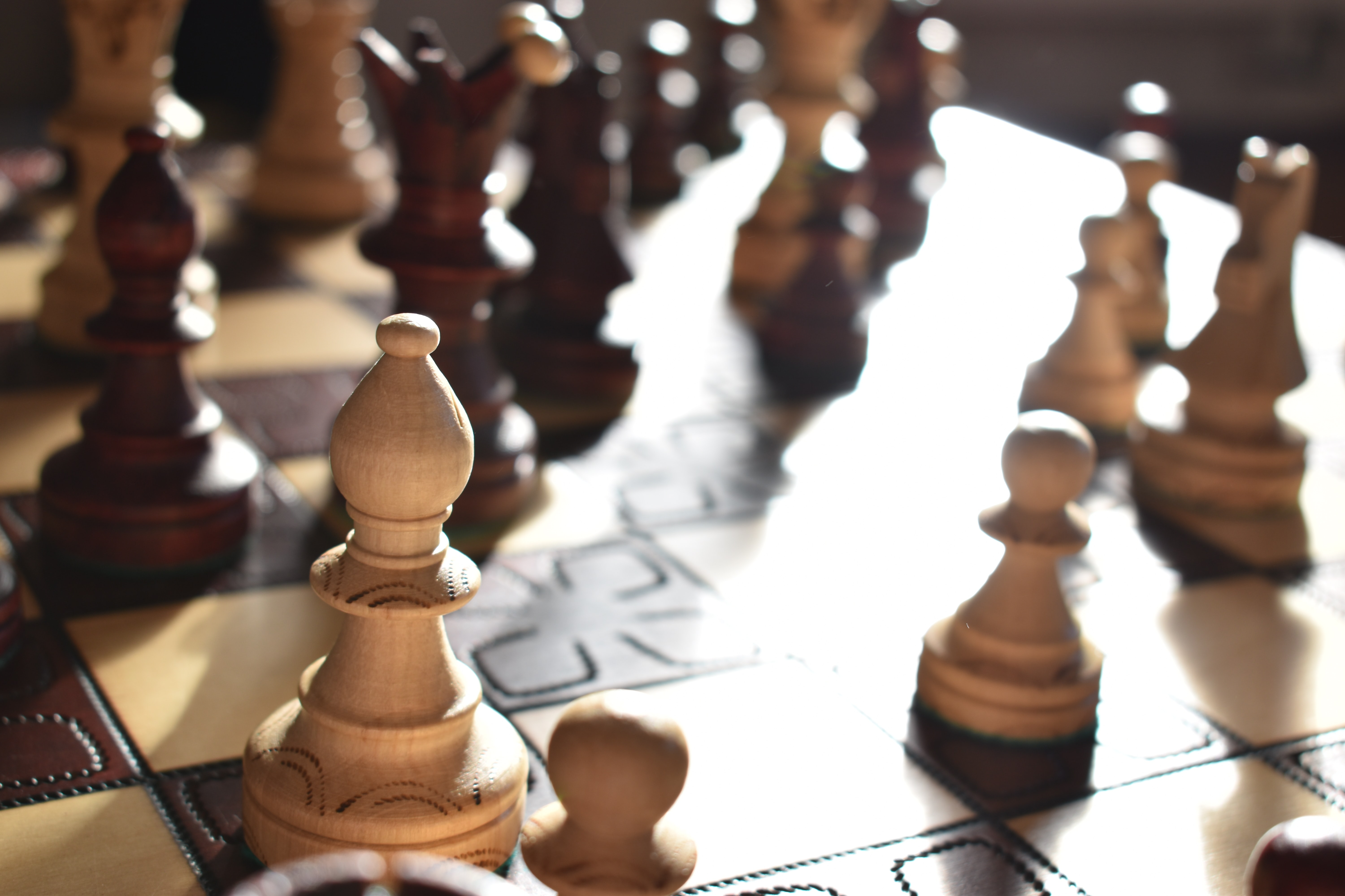 closeup photography of chessboard game set